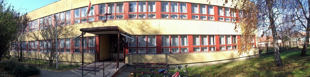 Nagyszénási Czabán Samu Általános Iskola fő épülete